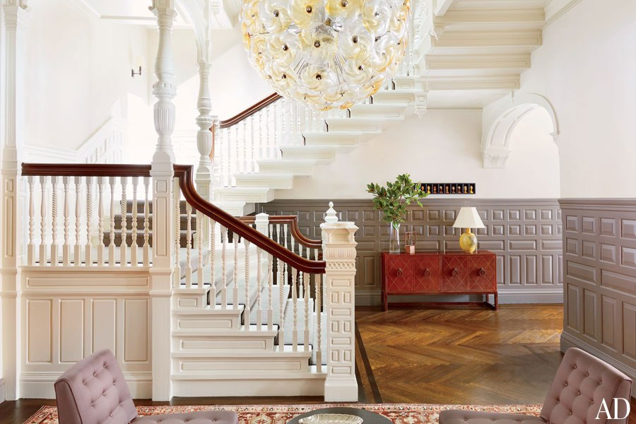 ONLINE EXCLUSIVE - ENTRANCE HALL A 1960s Italian chandelier from Galerie Van den Akker presides over an entrance hall.