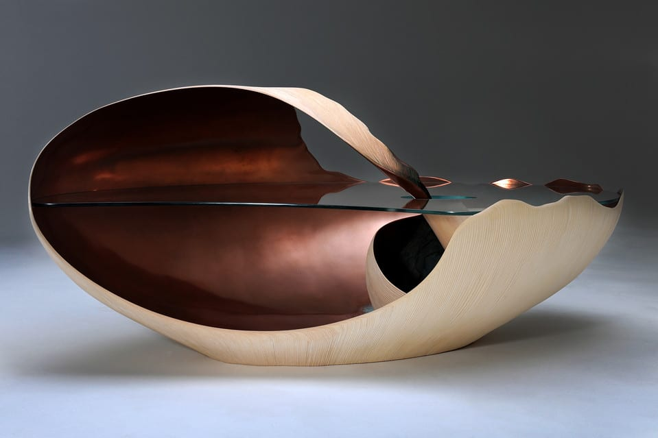 The Mollusque coffee table, with a sycamore base lined with copper. A detail of the Mollusque coffee table.