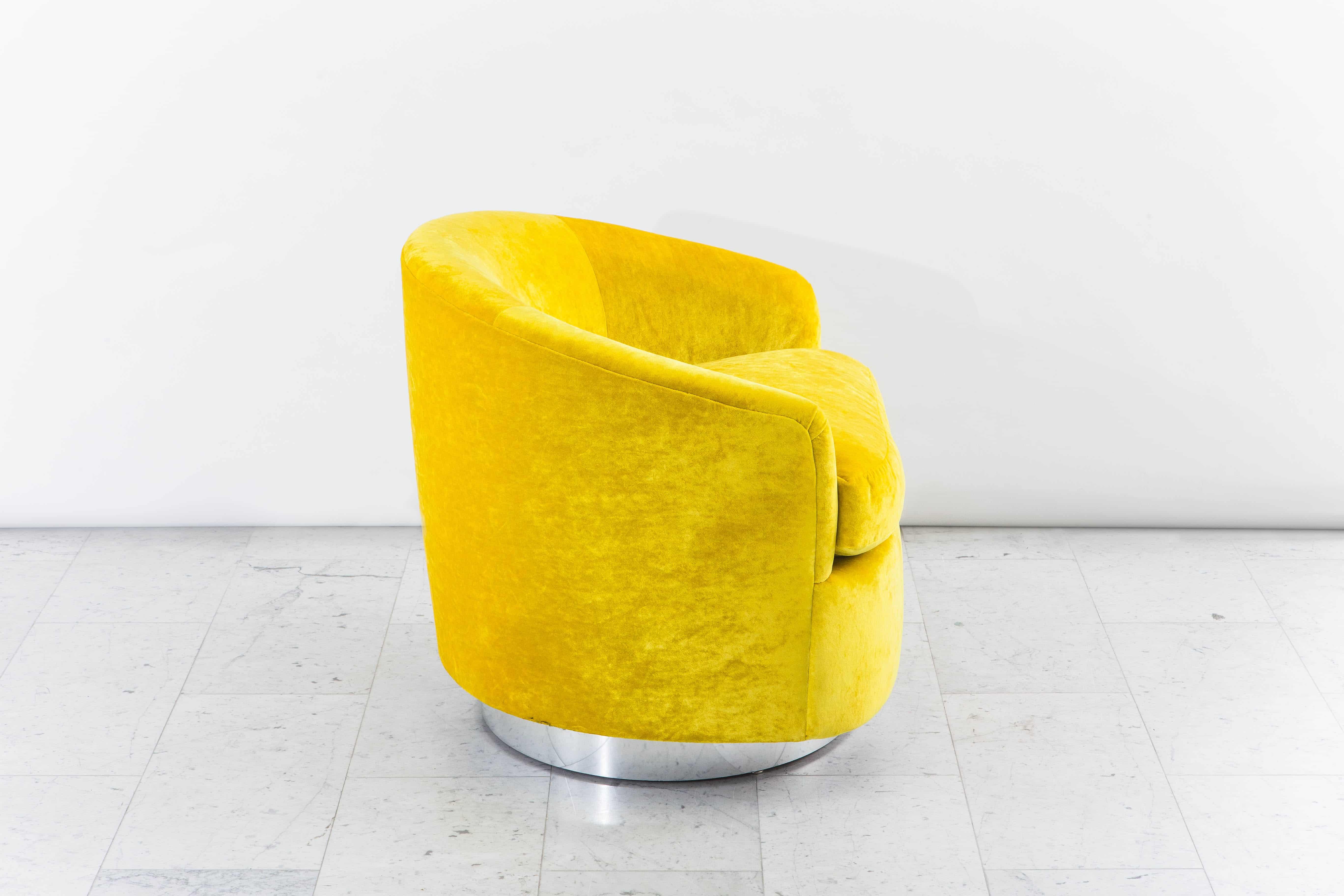 Milo Baughman Yellow Velvet Swivel Chair USA 1970s